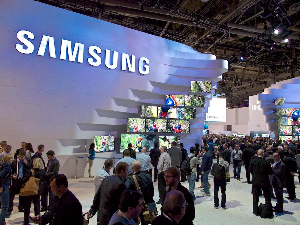 http://thedigitalstory.com/2014/01/07/Samsung-booth-CES.jpg