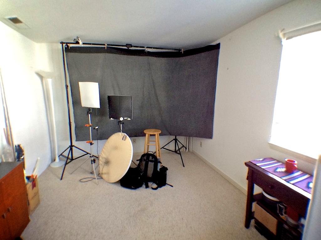 http://thedigitalstory.com/2014/02/21/studio-before-packing.jpg