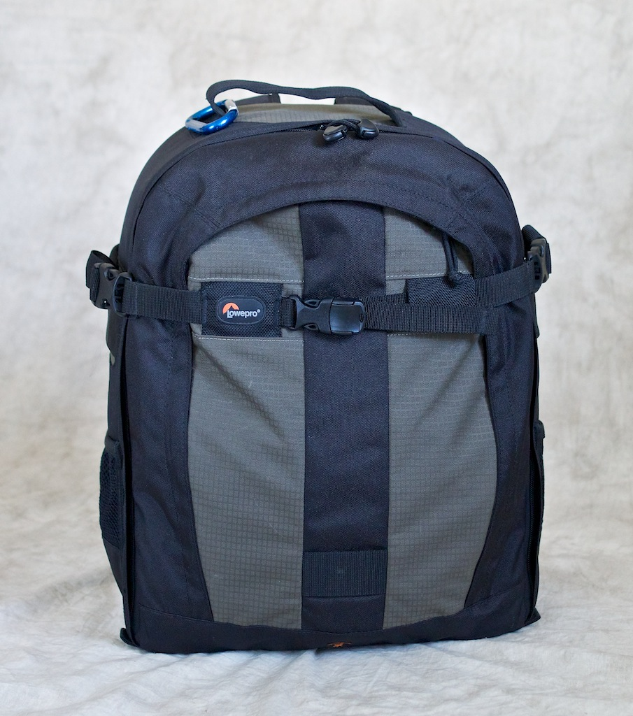 http://thedigitalstory.com/2014/04/30/my-lowepro-bag.jpg