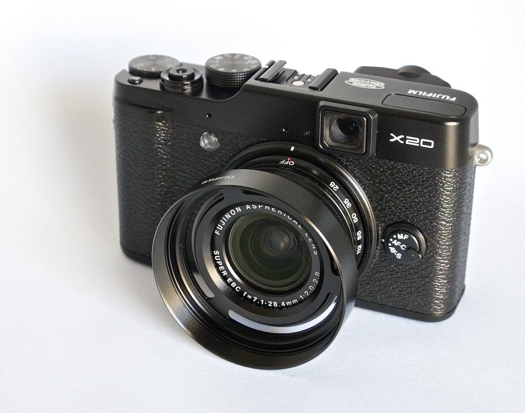 http://thedigitalstory.com/2014/08/12/fujifilm-x20-lenshood.jpg