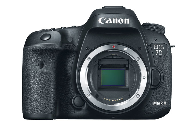 http://thedigitalstory.com/2014/11/20/canon7d-Markii-front.jpg