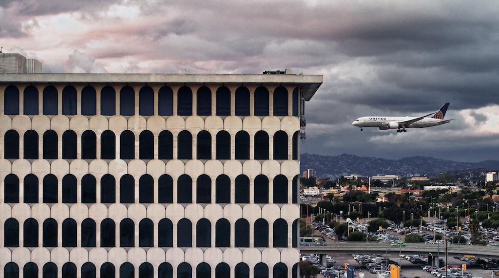 http://thedigitalstory.com/2015/03/04/airplane-landing.jpg