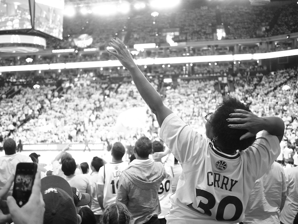 http://thedigitalstory.com/2015/05/05/warriors-fan-oracle-arena-tds.jpg