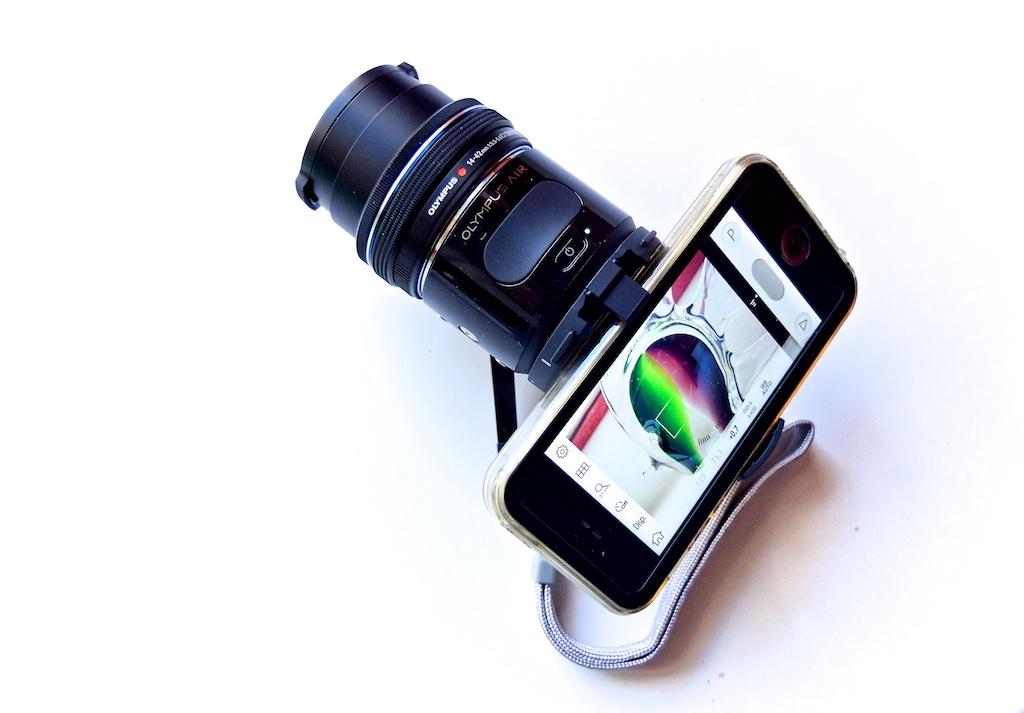 http://thedigitalstory.com/2015/08/04/olympus-air-iphone-5s.jpg