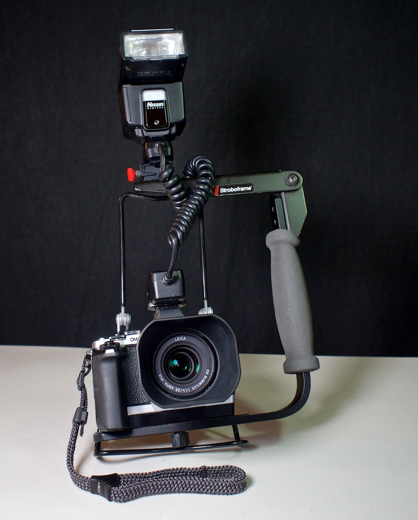 http://thedigitalstory.com/2015/09/08/flash-bracket-on-camera.jpg