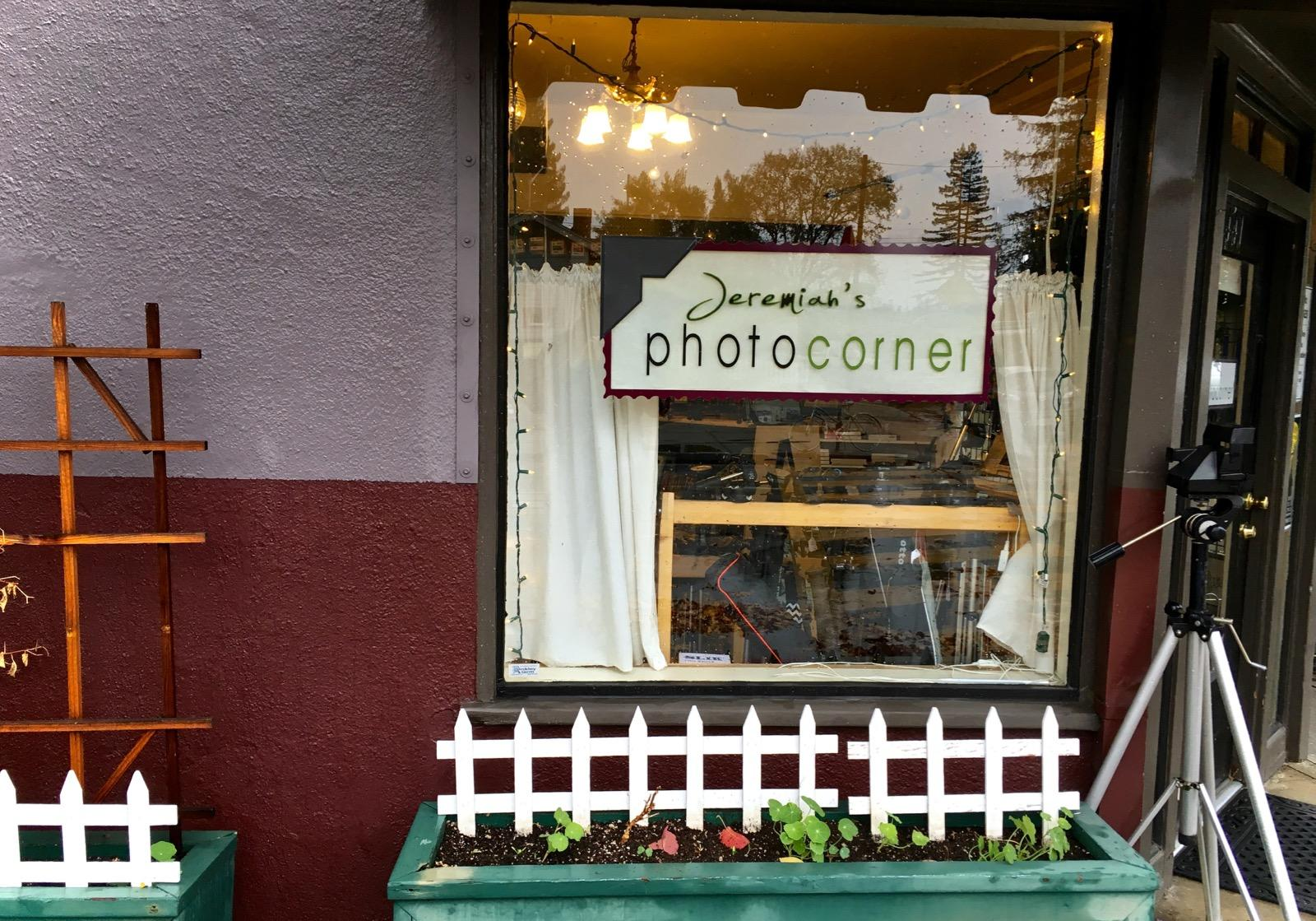 http://thedigitalstory.com/2015/12/08/the-photo-corner.jpg