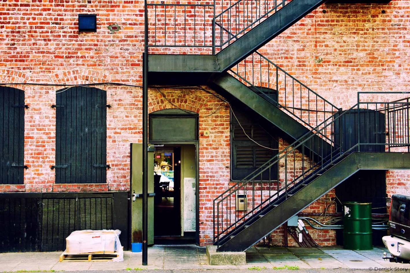 http://thedigitalstory.com/2016/04/07/P8075103-bricks-n-stairs1900-1-1419x946.jpg
