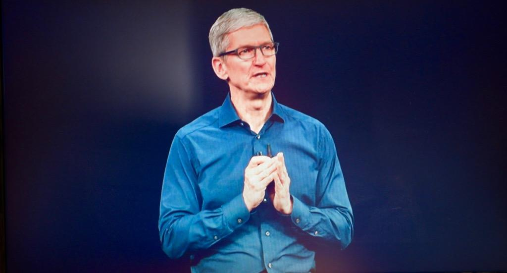 http://thedigitalstory.com/2018/11/04/tim-cook-phone-event.jpg