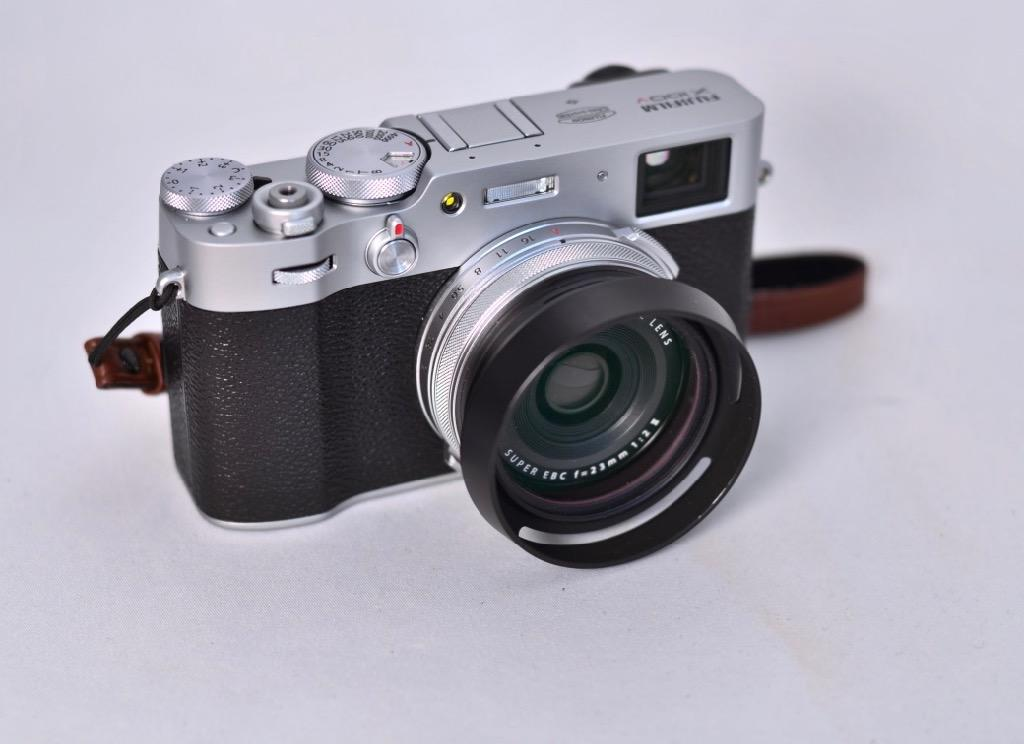 https://thedigitalstory.com/2020/03/15/Fujifilm-X100V-with-hood.jpg
