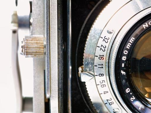 PC120666-lens-f-stop.jpg