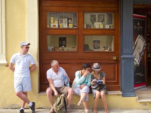 cuba-tourists.jpg
