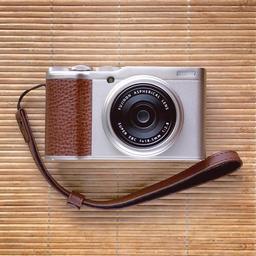 fujifilm-xf10-front.jpg